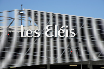 Press kit | 896-05 - Press release | Les Eléis, a shopping centre between sea and sky - Arte Charpentier Architectes & CALQ Architecture - Commercial Architecture - Photo credit: Alain Caste