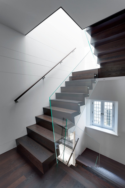 Press kit | 625-15 - Press release | Arte e Moda - Desjardins Bherer - Residential Interior Design -  ESCALIER SECONDAIRE<br>CE PROJET COMPORTE DES RESTRICTIONS DE PUBLICATION, MERCI DE CONTACTER CAROLINE SIMARD POUR AVOIR ACCÈS AUX IMAGES  csimard@volume2.ca   /THIS PROJECT HAS PUBLICATION RESTRICTIONS, PLEASE CONTACT CAROLINE SIMARD TO ACCESS IMAGES  csimard@volume2.ca     - Photo credit:  André Doyon