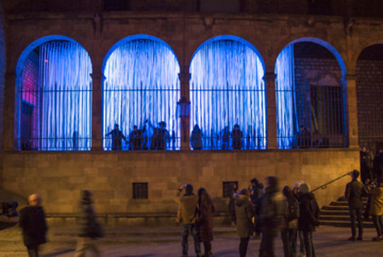 Press kit | 1830-07 - Press release | FAD Awards Winners 2016 - FAD - Fostering Arts and Design - Competition - 2016 FAD Opinion Awards - Ephemeral interventions:<br><br>'Neu Morta', Ephemeral light intervencion at the LlumBCN2015 Festival     <br>Plaça Sant Iu, s/n - Porxo del Tinell          <br>Barcelone (Spain)<br><br>Authors: <br>Jordi AdellRoig, arquitectei professor d'arquitecturaDavid Bravo Villafranca, Miriam Itziar CastelCierco, Carla Conill Duquesnoy, Kevin Dalmeda Cid, Noelia de la Red de la Coba, Paula Domènech Garcia, Gerard Guerra López, Hernan Lleida Ruiz, Bernat Bastardas Labot, Stela Salinas Villalba, Sergi Tabueña Fernández, architecture students (ETSAB)   <br> - Photo credit: Carme Masià, Stela Salinas, Sergi Tabueña, Jordi Adell