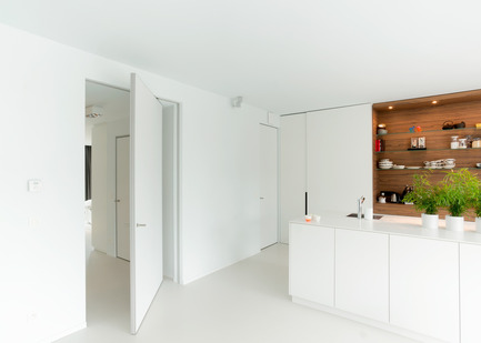 Press kit | 2163-01 - Press release | Pivoting Room Divider - ANYWAY doors - Product - Modern pivot door with offset axis 180° pivoting hinge - Photo credit: ANYWAYdoors - Photographer Koen Dries