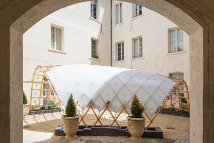 Press kit | 982-30 - Press release | Festival des Architectures Vives 2016 - Montpellier and La Grande Motte - Association Champ Libre - Festival des Architectures Vives (FAV) - Urban Design - [ Dé ] tendu<br>Ecole Nationale Supérieure d'Architecture de Toulouse<br>Quaternion - Marie Lambert, Simon Hulin et Mathieu Sudres  - Photo credit: Paul KOZLOWSKI ©photoarchitecture.com<br>Site : http://photoarchitecture.com