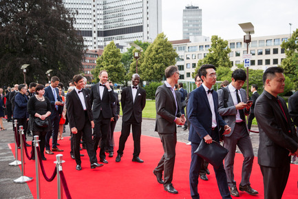 Press kit | 1696-09 - Press release | Award-winning design, premium products and a touch of Hollywood in Essen: That was the Red Dot Gala 2016 - Red Dot Award - Competition - Red carpet in front of the Aalto-Theater, where the award ceremony took place<br> - Photo credit: Red Dot