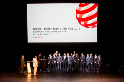Press kit | 1696-09 - Press release | Award-winning design, premium products and a touch of Hollywood in Essen: That was the Red Dot Gala 2016 - Red Dot Award - Competition - Honouring of the Red Dot: Design Team of the Year 2016 Blackmagic Industrial Design Team led by Simon Kidd<br> - Photo credit: Red Dot