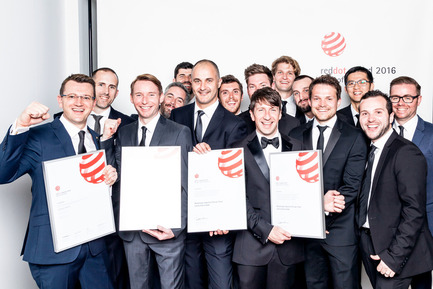 Press kit | 1696-09 - Press release | Award-winning design, premium products and a touch of Hollywood in Essen: That was the Red Dot Gala 2016 - Red Dot Award - Competition - Blackmagic Industrial Design Team led by Simon Kidd is Red Dot: Design Team of the Year 2016<br> - Photo credit: Red Dot