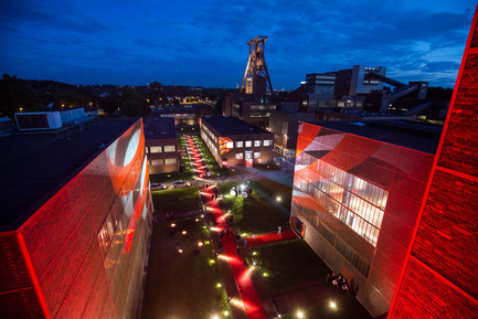 Press kit | 1696-09 - Press release | Award-winning design, premium products and a touch of Hollywood in Essen: That was the Red Dot Gala 2016 - Red Dot Award - Competition - A red carpet pointed the way to the Red Dot Design Museum.<br> - Photo credit: Red Dot