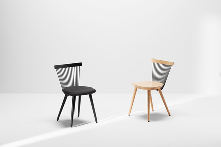 Press kit | 1539-03 - Press release | WW Chair - H Furniture Ltd. - Industrial Design -  WW Chair <br>Left - Wood: oak, stained black. Upholstery: black fabric <br>Right - Wood: oak   - Photo credit: Peter Guenzel