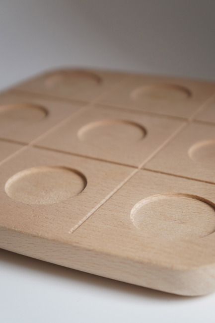 Press kit | 2155-01 - Press release | WOODY Tic Tac Toe - Drinking set - ROKdesign + AG Cerámica - Product - Beech detail view - Photo credit: Agus Garrigou