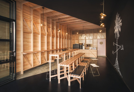 Press kit | 1124-09 - Press release | WIN Awards - Hospitality Shortlist Announced - World Interiors News - Commercial Interior Design - WIN Awards 2016 - Cafés Category: Abbots & Kinney by Studio-gram (Australia)<br><br>Duality, originality, and craft were the binding elements that formed the overall concept. The space is split on the diagonal, one side, bespoke timber framing, free of any linings, revealing the structure and construction techniques that are often overlooked. The other side is flushed and painted black. Every joinery item, including the leather-wrapped bin, are bespoke elements, every joint was measured against tradition, and expressed in a contemporary manner, a true reflection of the client's craft.<br><br>'It's the execution and the craft in this project that caught our eye along with the attention to detail, for example on the tables and the struts underneath the benching. You can tell the designer has had the freedom to explore the potential of the design and whoever has crafted all this wood has not been rushed on site. It's been executed so well and made interesting by the dividing line through the middle that really works, along with the lovely minimalist detailing. We loved the bespoke items like the leather bin and leather seat pads'. DA<br><br>'The avoidance of clutter exposes the beautiful detailing and excellent joinery.' FT<br> - Photo credit: Studio-gram