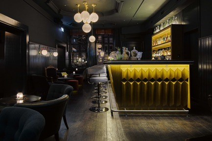 Press kit | 1124-09 - Press release | WIN Awards - Hospitality Shortlist Announced - World Interiors News - Commercial Interior Design - WIN Awards 2016 - Bars Category: Pulitzer's Bar by Jacu Strauss (Netherlands)<br><br>The design brief was to make the space more usable whilst still maintaining the atmosphere; a sensitive renovation without changing the service it was known for with the neighbours, and to create a new interior that was much more suitable for the history of the 16th century building. With sensitive restoration it has become a classic hotel bar with a modern twist with service levels expected from a 5 star hotel. <br><br>'All of us absolutely loved this in terms of its form and material palette selection – exquisitely designed and executed.' JT    <br><br> 'The Pulitzer's Bar is, to my mind, how a bar should look. It looks like it has been there for ages, although it appears fresh and modern. It has definitely more than a hint of traditional Amsterdam, including art movies, but Jacu Strauss successfully created an eclectic atmosphere, playing with a dark-light mood, which is elegant and relaxed at the same time…and very harmonious.' PJ<br> - Photo credit: Jacu Strauss