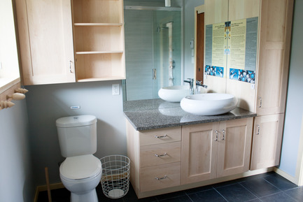 Press kit | 837-17 - Press release | Showcase of Excellence in Green Building at the Reford Gardens - Jardins de Métis / Reford Gardens - Residential Architecture -  Bathroom  - Photo credit: Marjelaine Sylvestre