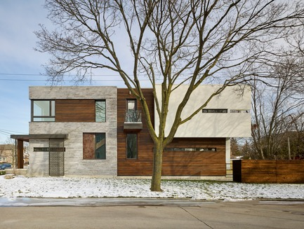 "Press kit | 2182-01 - Press release | Garden Void House - Alva Roy Architects  - Residential Architecture -  Garden Void House- Exterior View from West side. Elevation shows how it sits on its own site, with straightforward lines, and a play of expansive and narrow window designed to capture the ""right"" amount of natural light while maintain the sense of privacy.  - Photo credit: Tom Arban"