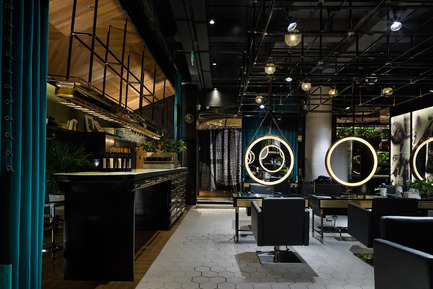 Dossier de presse | 1124-10 - Communiqué de presse | WIN Awards - Public Spaces + Residential Categories Shortlists Announced - World Interiors News - Competition - WIN Awards 2016 - Leisure or Entertainment Venues Category: Wuxi Barberia Shop by S5 Design&Consulting Co., Ltd (Wuxi, China)<br><br>Taking into account the character of the client, an independent brand, and the specific location of the project, the designers delicately provoke a conversation between the histories of this space, both a commercial space and a salon, by drawing attention to these distinctive stories within the now trendy loft/punk space. The scenarios have been meticulously unfolded providing an overwhelming visual experience to the eyes of every customer, giving them a half real and half imaginary feeling through their enjoyment of the space. <br><br>This barber shop is successful because it is a holistic, immersive experience that would transport you to a different place.' TW <br><br>'Very slick and moody - great combination of hexagonal and abstract shapes, mosaics, stainless steel plates and large circular mirrors to break monotony.' SJ<br> - Crédit photo : S5 Design&Consulting Co., Ltd