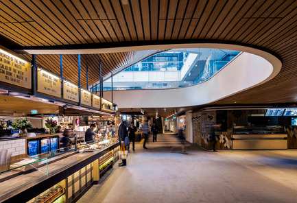 Dossier de presse | 1124-10 - Communiqué de presse | WIN Awards - Public Spaces + Residential Categories Shortlists Announced - World Interiors News - Competition - WIN Awards 2016 - Public Sector Category: MLC Centre Food Court by Luchetti Krelle (Sydney, Australia)<br><br>Opened 39 years ago and designed by Australia's iconic modernist Harry Seidler, the MLC Centre houses some of the city's most exclusive collections of jewelry and fashion boutiques. The food court, an ever popular meeting place for shoppers and local office workers was due for a well-deserved makeover and Luchetti Krelle were tasked with improving and updating the quality of new and existing business' both aesthetically and operationally. <br><br>'Taking an existing underground space and engendering the light and sculptural form to the ceiling with a simple palette of materials, is a bold decision, but it's worked extremely well. I do enjoy the bespoke detailing and the lack of down lights!' TW <br><br>'Excellent use of earthy materials as a contrast to the white minimal building environment. Use of subtle colours and finishes, very welcoming and comfortable space.' SJ<br> - Crédit photo : Luchetti Krelle