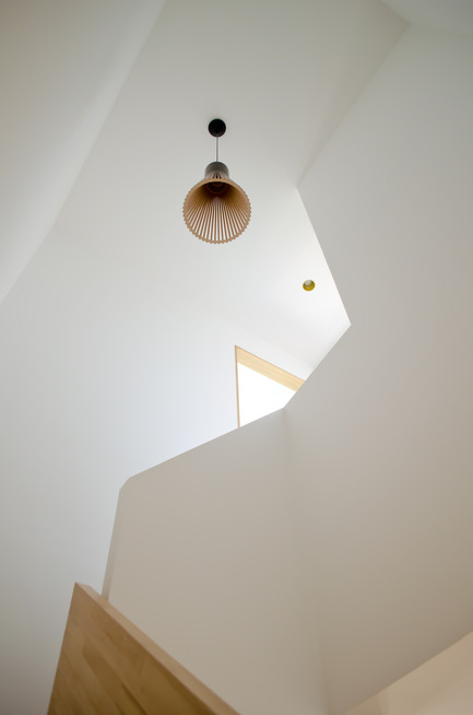 Press kit | 2180-01 - Press release | A big LITTLE nest - Mickaël Martins Afonso & L'atelier miel - Residential Interior Design - Staircase well - Photo credit: Mickaël Martins Afonso