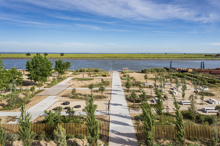 Press kit | 2013-05 - Press release | Winner & Shortlisted announcements for WAN Landscape, Civic, Metal in Architecture Awards 2016 - World Architecture News Awards (WAN AWARDS) - Commercial Architecture -  WAN Landscape Award 2016 Winner  - Photo credit:  TAGUS LINEAR PARK by TOPIARIS Lda © João Morgado