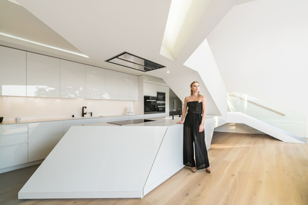 Press kit | 2244-01 - Press release | MU77 Receives 2016 AIA|LA Design Award - Arshia Architects, ltd - Residential Architecture - MU77-KITCHEN - Photo credit: PAUL VU