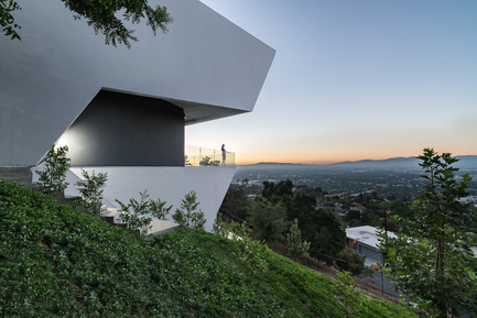 Press kit | 2244-01 - Press release | MU77 Receives 2016 AIA|LA Design Award - Arshia Architects, ltd - Residential Architecture - MU77-SIDE/VALLEY - Photo credit: PAUL VU