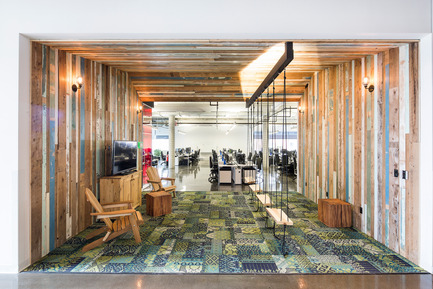 Press kit | 1152-08 - Press release | Four-Season Work and Play Areas at Ubisoft Quebec City - LumiGroup - Commercial Interior Design - 'Summer room' <br>Absolux Lighting: Wall fixture Keiko; MP Lighting: L52; Osram Lighting  - Photo credit: Jonathan Robert