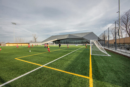 "Press kit | 2206-01 - Press release | ""Stade de soccer de Montréal"" Awarded at AAP American Architecture Prize 2016 - Saucier + Perrotte architectes / Hcma - Institutional Architecture - View of the exterior field - Photo credit: Olivier Blouin"