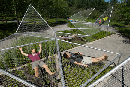 Press kit | 837-19 - Press release | New publication about the International Garden Festival - Experimenting Landscapes: Testing the Limits of the Garden - International Garden Festival / Reford Gardens - Edition - Dymaxion Sleep by Jane Hutton and Adrian Blackwell, 2009 - Photo credit: Robert Baronet