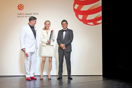 Press kit | 1696-12 - Press release | Red Dot Award: Product Design 2017 – 50 free registration places for upcoming designers - Red Dot Award - Competition - Red Dot CEO Prof. Dr. Peter Zec and juror Ken Okuyama with Johanna Otto on stage of the Aalto-Theater in Essen, Germany.<br> - Photo credit: Red Dot<br>