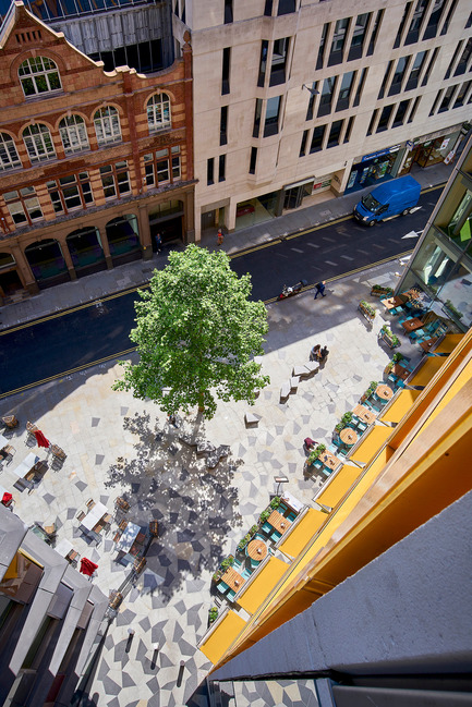 Press kit | 2337-01 - Press release | One New Ludgate - Fletcher Priest Architects - Commercial Architecture - View from the loggia over the piazza - Photo credit: Timothy Soar