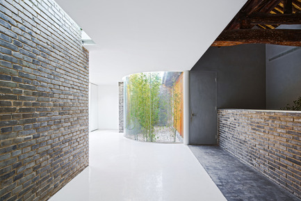 Press kit | 2264-01 - Press release | Tea House in Hutong - Arch Studio - Commercial Interior Design - Corridor - Photo credit: Wang Ning