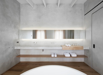 Press kit | 2303-01 - Press release | Puro Hotel - OHLAB - Commercial Interior Design - Bathroom - Photo credit: José Hevia