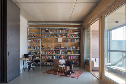 Press kit | 2339-01 - Press release | PATCH22, a Highrise in Wood, Wins the WAN 2016 Residential Award - FRANTZEN et al - Residential Architecture - apartment  5: a completely open floorplan appartment with a minimum of walls to  maximise the loft feel and to minimalise construction costs. - Photo credit: Luuk Kramer<br>