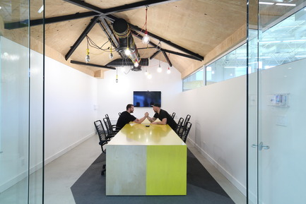 Press kit | 2073-03 - Press release | Innovative Interior Design Steps Up Tech Firm Startup - DIALOG - Commercial Interior Design -  STAT Search Analytics boardroom<br>  - Photo credit: Ema Peter