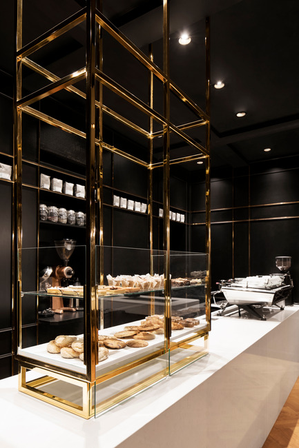 Dossier de presse | 760-13 - Communiqué de presse | The Standard Café - Jean de Lessard, Designers Créatifs - Commercial Interior Design - Pastry showcase - Crédit photo : Adrien Williams