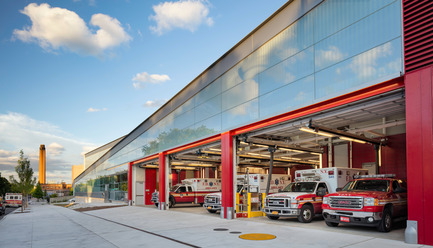 Press kit | 2322-01 - Press release | Restless Response: Emergency Medical Station 50 at Queens Hospital - Dean/Wolf Architects - Institutional Architecture - The signature FDNY-red overhead garage doors punctuate the street façade. - Photo credit: © Paul Warchol
