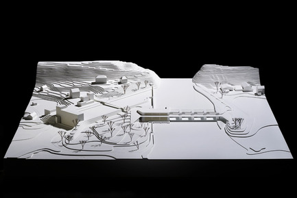 Press kit | 2230-01 - Press release | A new Landscape for the New Hydropower Plant Hagneck in Switzerland - Raymond Vogel Landschaften AG - Landscape Architecture - Plaster model of our winning project in the architectural competition in 2010. - Photo credit:    	 		 		 	 	 		 			 				 					Raymond Vogel Landschaften AG, Zürich