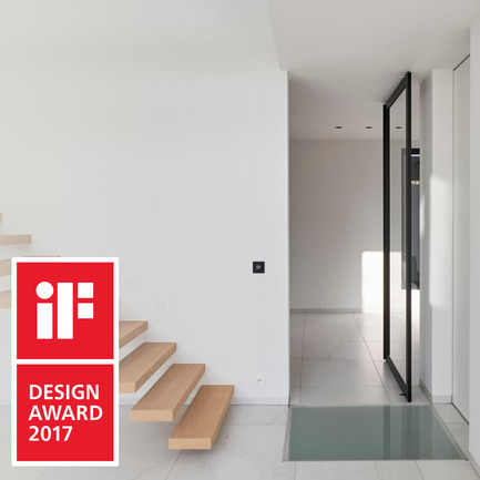 Press kit | 2163-02 - Press release | Portapivot's Pivot Hinge Technology Receives an iF Design Award - Portapivot - Product - Glass pivot door with Stealth Pivot hinge system - Photo credit: Koen Dries