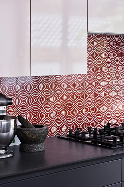 Press kit | 2399-01 - Press release | My Country: Design With Origin - Bay Gallery Home - Industrial Design - Bay Gallery Home, My Country Bush Onion 1 ceramic wall tiles in situ. From an original Australian Aboriginal artwork. - Photo credit: Bay Gallery Home