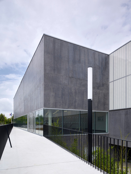 Press kit | 1040-05 - Press release | Sports Complex in Bussy Saint-Georges - Martin Duplantier Architectes - Institutional Architecture - South facade - Zoom  - Photo credit:  Yohan ZERDOUN