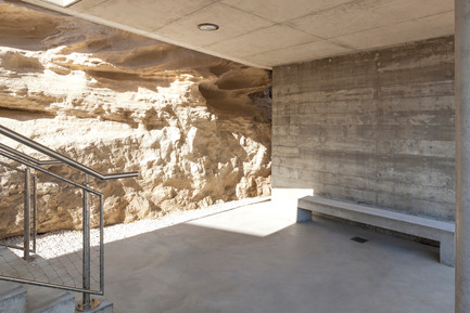 Press kit | 2380-01 - Press release | L'Ortu Duzzi Project - Buzzo Spinelli Architecture - Industrial Architecture - Interstices creating public space reveal the limestone cliff background. - Photo credit: ©Serge Demailly