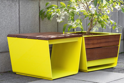 Press kit | 821-03 - Press release | The EXA Collection: An Outside-the-Box Approach to the Modular Cube - Equiparc / Marc Boudreau Designer - Product - Bench EP 1051<br>Planter EP 4050 - Photo credit: Drew Hadley