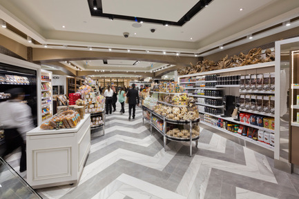 Press kit | 846-21 - Press release | Pusateri's Fine Foods Market – A Refined Style - Ceragres - Commercial Architecture - Pusateri's fine foods market - Saks Food Hall CF Sherway Gardens - Photo credit: Philip Castleton
