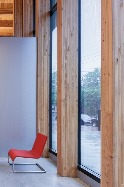 Press kit | 2570-01 - Press release | New York Public Library Stapleton Branch - Renovation and Expansion - Andrew Berman Architect - Institutional Architecture - Glulam wood posts at facade<br> - Photo credit: Naho Kubota