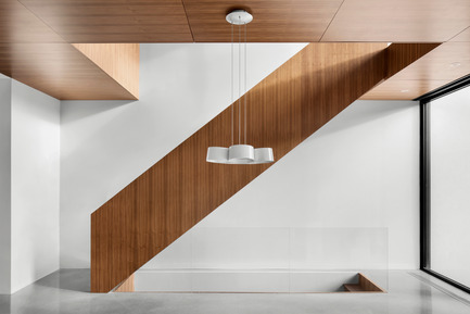 Press kit | 1633-03 - Press release | 1st Avenue Residence - Architecture Microclimat - Residential Architecture - Walnut staircase - Photo credit: Adrien Williams