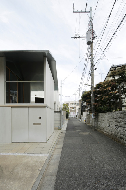 Press kit | 756-16 - Press release | Besides, History: Go Hasegawa, Kersten Geers, David Van Severen - Canadian Centre for Architecture (CCA) - Event + Exhibition - Stefano  Graziani. Photograph of House in Kyodo, 2010–2011. Architect : Go  Hasegawa and Associates, Canadian Centre for Architecture, Montreal  - Photo credit: © Stefano Graziani