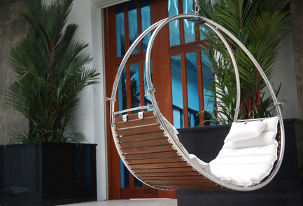 "Press kit | 1083-02 - Press release | Trinity Completes Trifecta with Unveiling of Award-Winning Additions to its Hammock Line - TrinityHammocks - Product - Duality (Double hanging chair) - Photo credit: Michael D""inca"