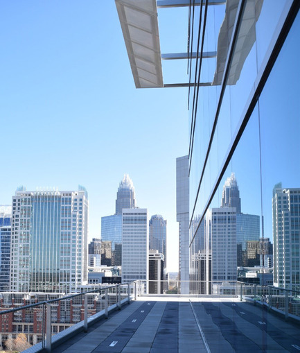 Press kit | 2125-06 - Press release | Charlotte NC's Newest Office Tower Opens For Business - John Portman & Associates - Commercial Architecture - City & Green Views From Outdoor Terraces at 615 South College Charlotte - Photo credit:  John Portman & Associates