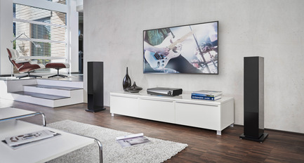 Press kit | 2564-01 - Press release | Smart Surround by Denon: The HEOS AVR - Denon - Multimedia Design - Denon_HEOS_AVR_living_room - Photo credit: Denon