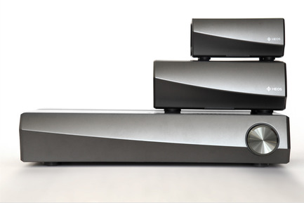 Press kit | 2564-01 - Press release | Smart Surround by Denon: The HEOS AVR - Denon - Multimedia Design - Denon_HEOS_AVR_plus_HEOS_Amp_plus_HEOS_Link - Photo credit: Denon
