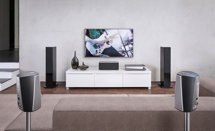 Press kit | 2564-01 - Press release | Smart Surround by Denon: The HEOS AVR - Denon - Multimedia Design - Denon_HEOS_AVR_wireless_surround_setup - Photo credit: Denon