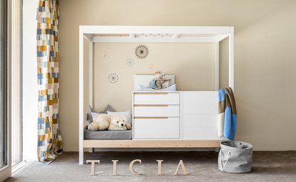 Press kit | 2473-01 - Press release | TICIA The Growing Bed - Complojer for kids - Product -  Ticia for one -  1.step cradle  with two easily adjustable height options and change table  - Photo credit: complojerforkids