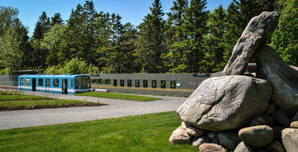 "Press kit | 837-24 - Press release | When Montreal's Heritage Joins the Historic Jardins de Métis - International Garden Festival / Reford Gardens - Landscape Architecture - In the foreground, the work of Bill Vazan, ""Mirages - Delta de Métis"" - Photo credit: Sylvain Legris"