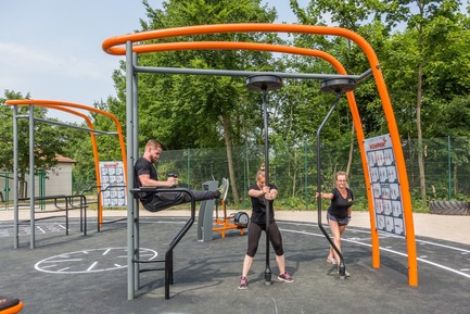 Press kit | 2487-01 - Press release | New Outdoor Fitness is a Game Changer - KOMPAN - Product - Core Twist with magnetic resistance - Photo credit: KOMPAN